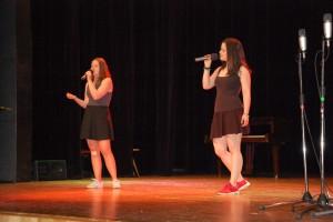 Kateřina Prokešová (2.C) a Barbora Nečasová (2.C) konkurovaly Christině Aguileře s písní Beautiful.