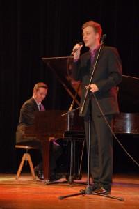 Také doprovodil Lukáše Nováka s písní Akorát a C´est la vie.