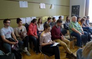 Báru přijelo podpořit několik žáků našeho gymnázia.