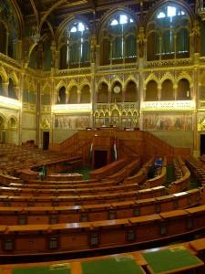 Dnes je v Maďarsku jednokomorový parlament, jedna komora z původně dvoukomorového parlamentu je k dispozici k nahlédnutí turistům.