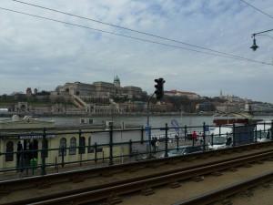 Pohled z Pešti na druhý břeh Dunaje do Budína.